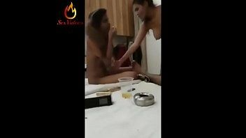 Duas safadinhas fazendo sexo gostoso com o homem comedor