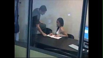 Gostosa faz entrevista de emprego e da a buceta para o seu futuro chefe