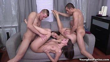 Putaria gostosa com essas mulheres safadas dando para os caras solteiros