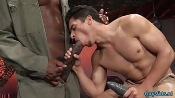 Homens pelado fodendo gostoso em uma bela transada excitante