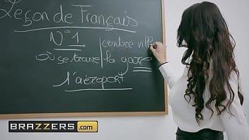 Novinha dando o cu dentro da sala e aula pro bem dotado sacana