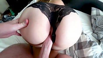 Porno movies com essa deliciosa jovem transando com o namorado