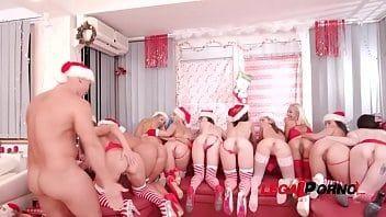 Porno orgia deliciosa com essas safadas fantasiadas para o natal