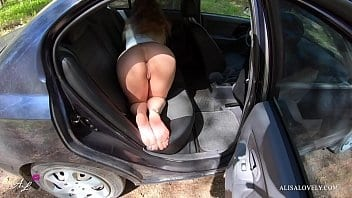 Pornomineiro com essa linda jovem tarada metendo dentro do carro
