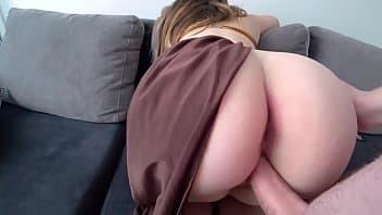 Sexo ao vivo gratis com essa bunduda maravilhosa fazendo amor no sofá