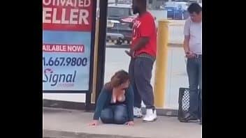 Sexo na rua com o negão pirocudo e sem vergonha