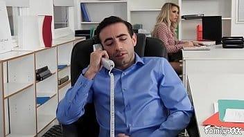 Video de sexo brasileiro com essa loira cavala dando a xoxota no escritório