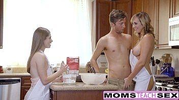 X video coroa linda fodendo com o namorado da sua filha enquanto ela assiste