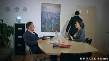 Cnn conto morena perfeita trepando com o canalha no escritório