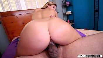 Porno razzo novinha da bunda grande sendo arrombada de quatro