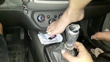 Cnn amador putinha sentando no câmbio do carro com camisinha