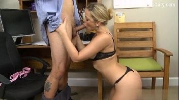 Video porno gratis loira executiva transando com garotão