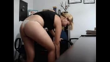 Homem mamando buceta da empregada e metendo forte