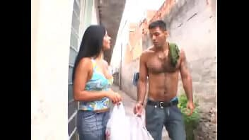 X vídeos brasileiros vizinha gostosa liberando a buceta e o cu