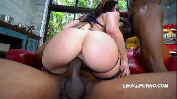Ver mulher transando dando o cu e a buceta ao mesmo tempo para 2