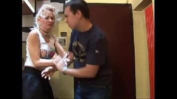 Coroa safada fazendo um sexo maluco com seu macho